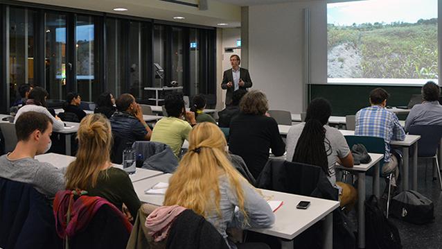 Prof. Dr. Goddert von Oheimb (TU Dresden) presents at Nexus Seminar No. 17