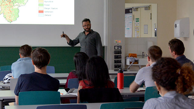 Daniel Hawtree (Institute of Soil Science and Site Ecology, TU Dresden) presents at Nexus Seminar No. 22