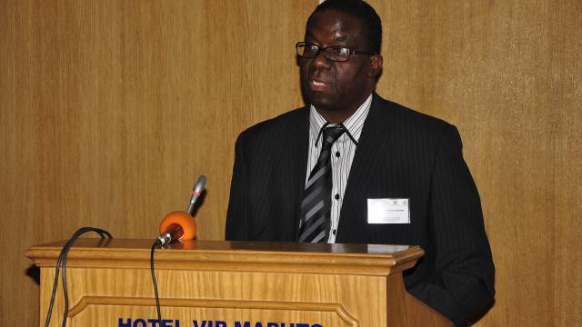 Prof. Quilambo, Rector of UEM delivering a speech