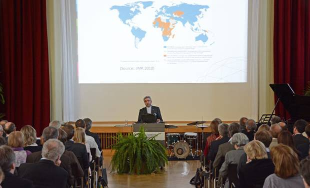 Statement of Dr. Reza Ardakanian at the opening ceremony of CAWR. (Image: Antonio di Vico/UNU-FLORES)