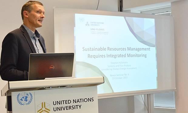 UNU-FLORES Academic Officer Stephan Hülsmann giving a Nexus Seminar (Image: UNU-FLORES)