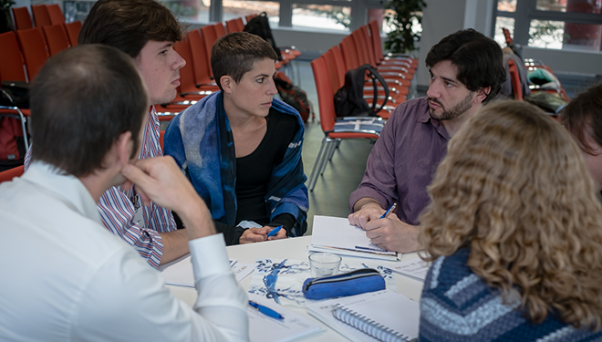 Young scientists, including Ana Andreu Mendez, in a panel discussion during the workshop (Image: ZWU/Jörg Strackbein)