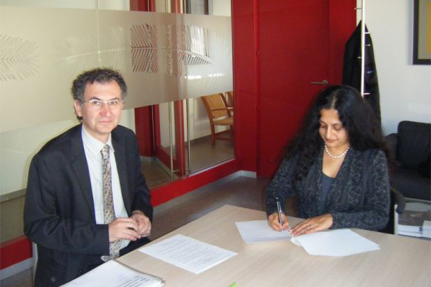 In this picture, Professor Jacint Jordana of IBEI and Professor Parvati Nair of UNU-GCM signing the MoU.