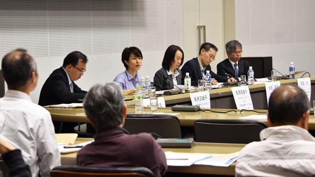 シンポジウムで話す、永井 三岐子UNU-IASいしかわ・かなざわオペレーティングユニット事務局長(中央) Photo: UNU-IAS