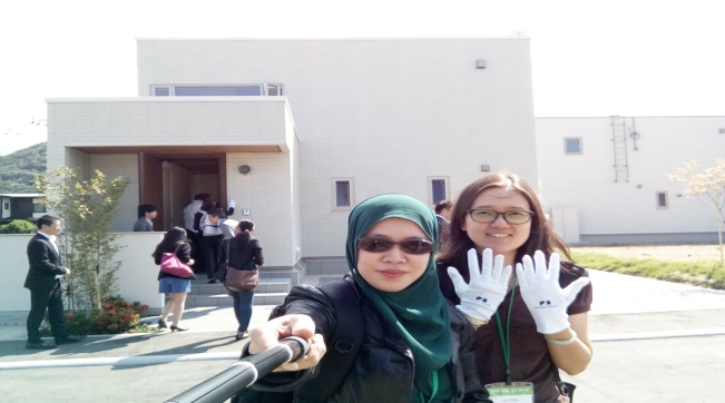 (L-R) Noor Artika Hassan and Kwan Soo Chen in front of the Chemiless-House.