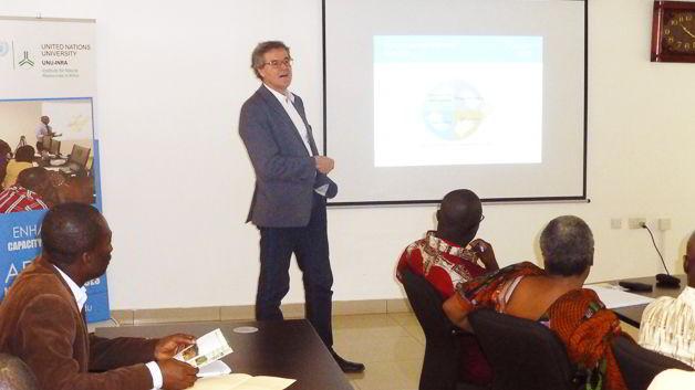 Prof. Jakob Rhyner, UNU Vice Rector in Europe and Director of UNU-EHS, making his presentation