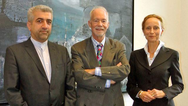 レザ・アルダカニアン UNU-FLORES所長、デイビッド・マローン国連大学学長およびザビーネ・フォン・ショルレマー大臣
