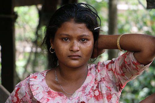 crying Rohingya woman