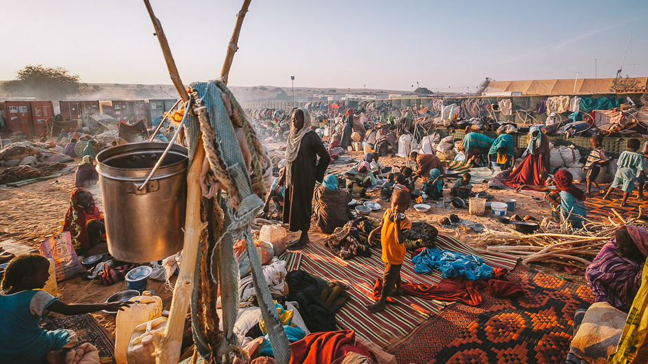 Thousands of newly displaced persons seek shelter outside the UNAMID base in Um Baru, North Darfur.