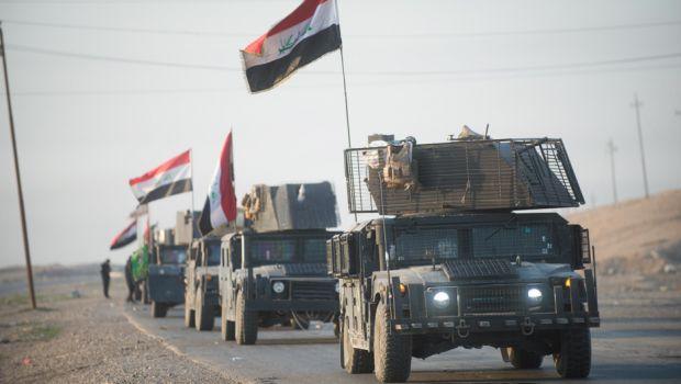 An Iraqi Counter Terrorism Service convoy moves towards Mosul