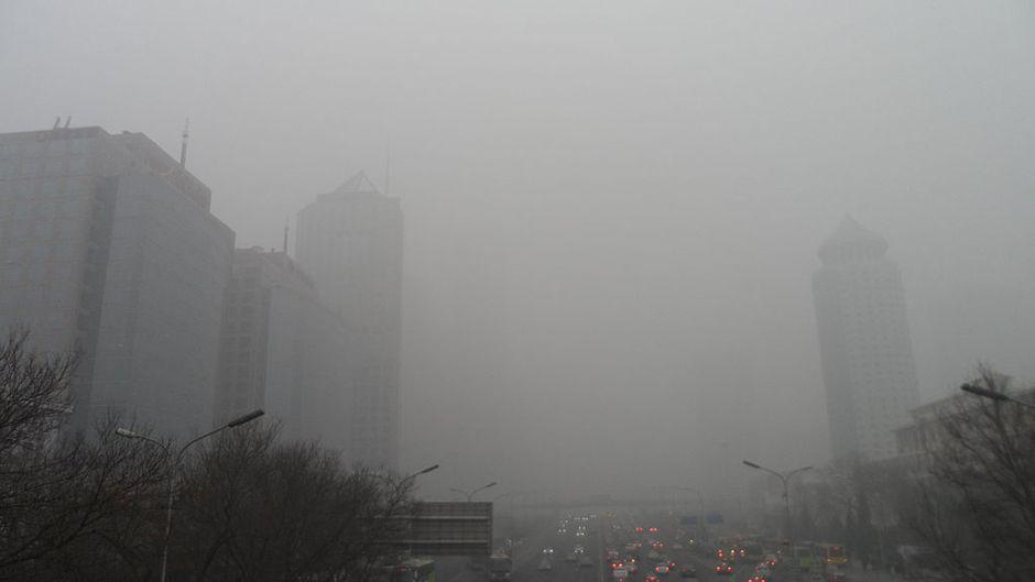 Smog in Beijing CBD. Photo: 螺钉 via Wikimedia Commons. CC-BY-SA-3.0.