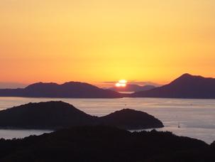 写真: 多島海としての瀬戸内海(備讃瀬戸)