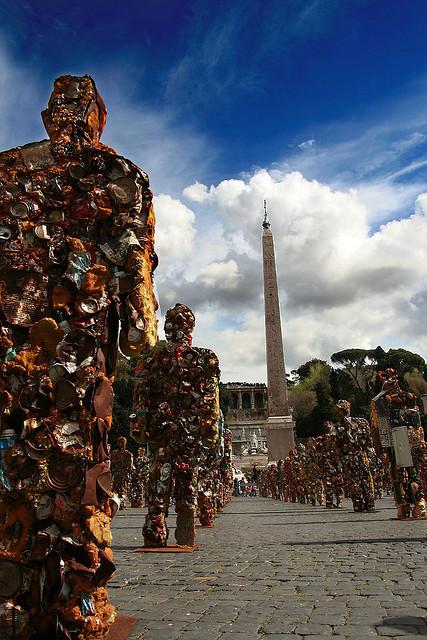 2007年ローマに展示されたトラッシュ・ピープル 写真: Roberto Ventre.