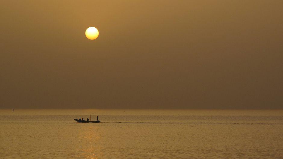 外国漁船への漁業権認可に抗議