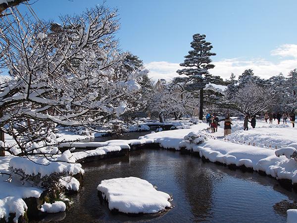 写真:Kentaro Ohno あまり知られていない生態系サービスだが、兼六園には私たちが当たり前に受け取りがちな環境調整作用がある。