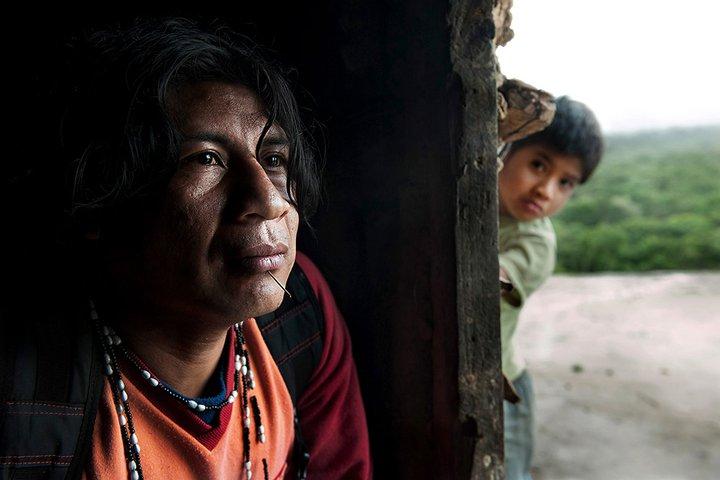 森林破壊の回避プロジェクトは、あまり顧みられない問題を浮き彫りにする。つまり森林に住む人々自身の運命だ。写真:ニコラ・ヴィヨーム/CWE、出典「Guarani: The Price of Carbon(グアラニー:炭素の値段)」