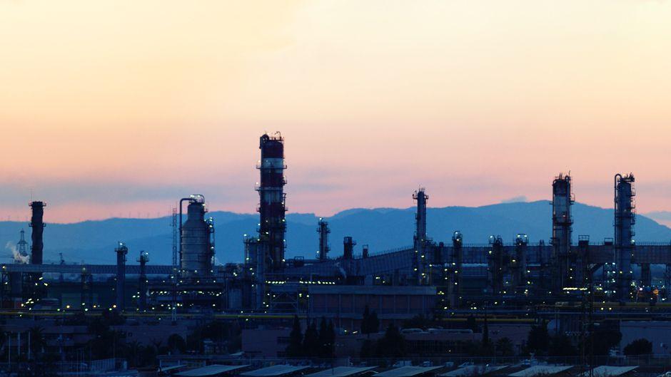 下落する石油価格:一時的な下落か下落前の価格に戻るのか?