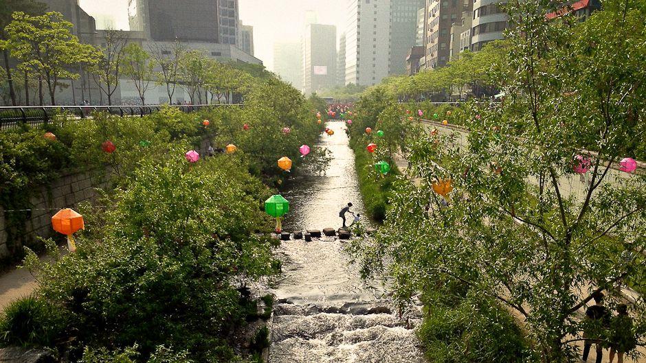 ソウル市内のチョンゲ川 写真: Stacya. 次なるシェアリングシティを目指すソウル