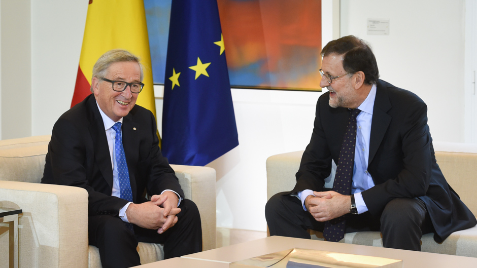 Discussion between Mariano Rajoy Brey, on the right, and Jean-Claude Juncker