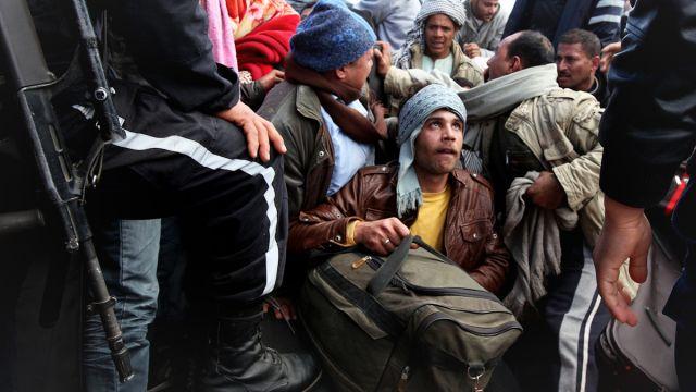 Migrant laborers flee Libya