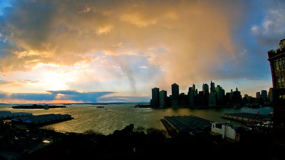 嵐に備えるニューヨーク